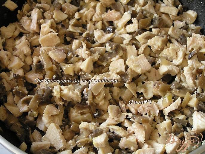 Фото приготовление рецепта: Жюльен с курицей и грибами шаг №2