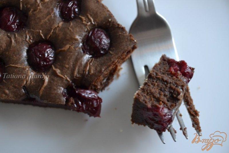 Фото приготовление рецепта: Брауни с вишнями шаг №6