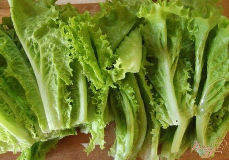Фото приготовление рецепта: Зеленый суп из листьев салата шаг №4
