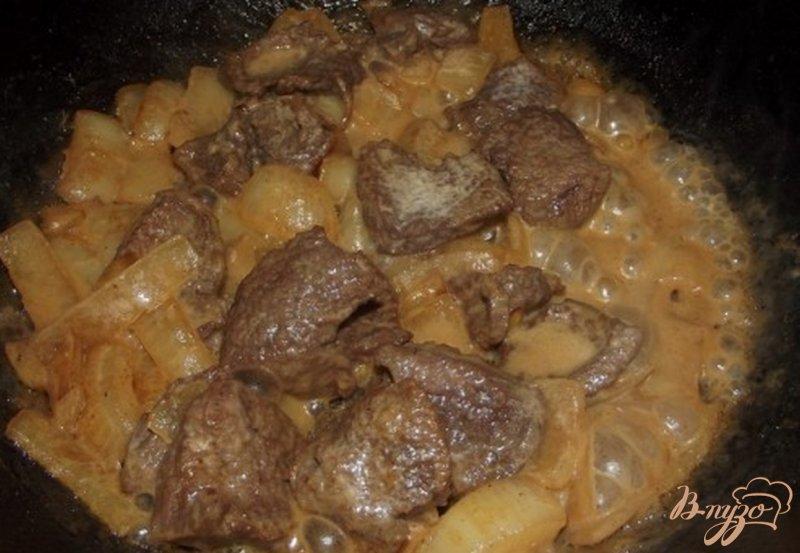 Фото приготовление рецепта: Спагетти с черемшой тушеным мясом шаг №4