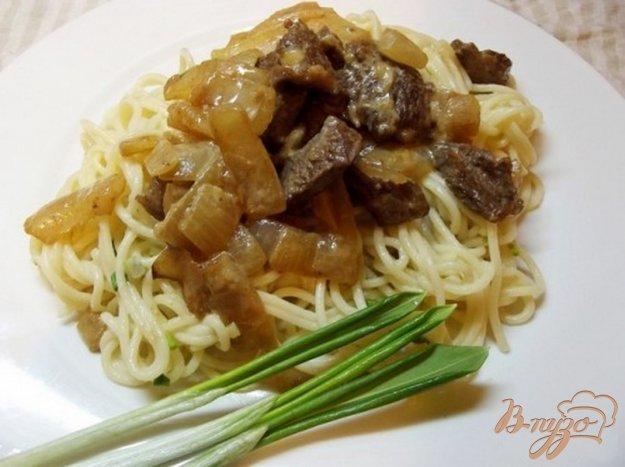 фото рецепта: Спагетти с черемшой тушеным мясом
