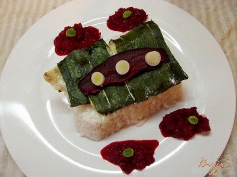 Рыба запеченная в листьях чеснока