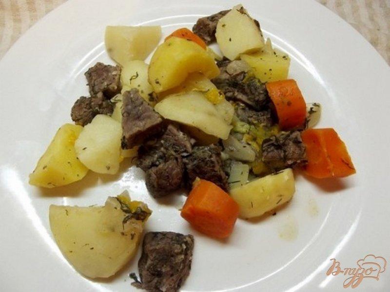 Фото приготовление рецепта: Зпеченные овощи с мясом в виноградном соке шаг №7