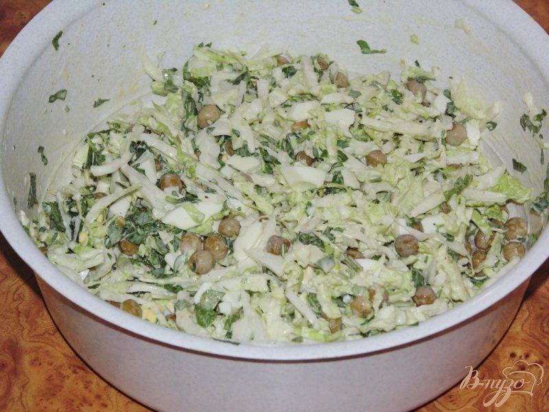 Фото приготовление рецепта: Нежный салат из пекинской капусты шаг №3