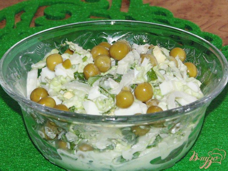 Фото приготовление рецепта: Нежный салат из пекинской капусты шаг №4