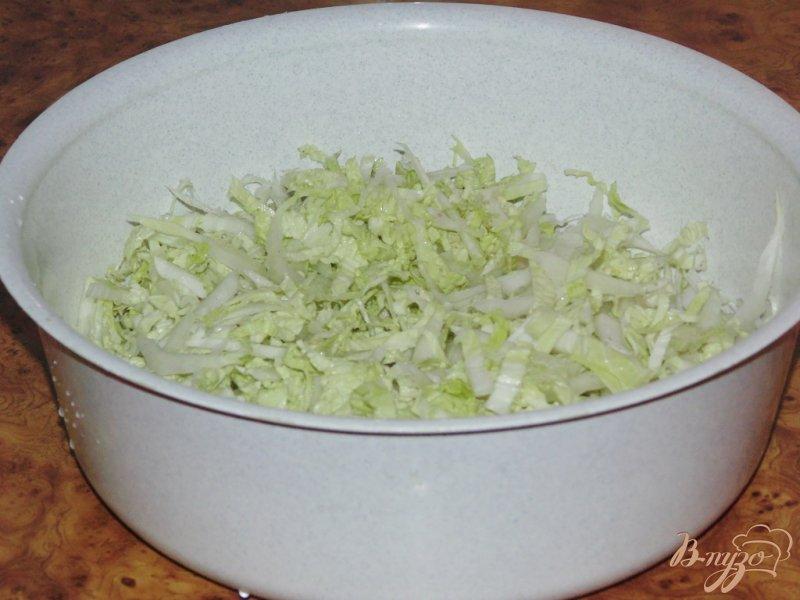 Фото приготовление рецепта: Нежный салат из пекинской капусты шаг №1
