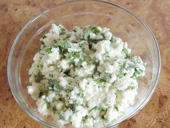 Фото приготовление рецепта: Слойки соленые с брынзой шаг №2