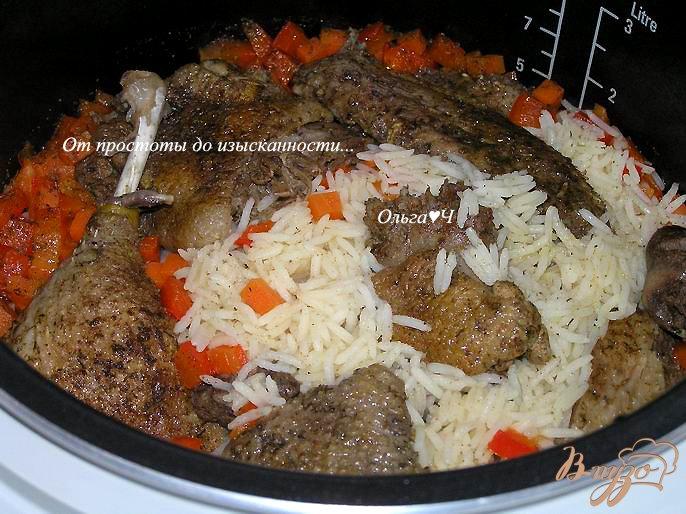 Фото приготовление рецепта: Утка с рисом и овощами (в мультиварке) шаг №6