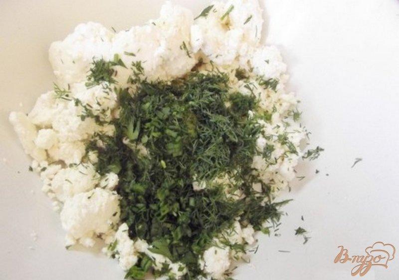 Фото приготовление рецепта: Закусочная творожная запеканка с зеленью шаг №3