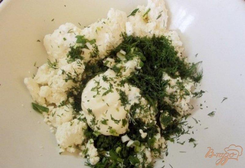 Фото приготовление рецепта: Закусочная творожная запеканка с зеленью шаг №2