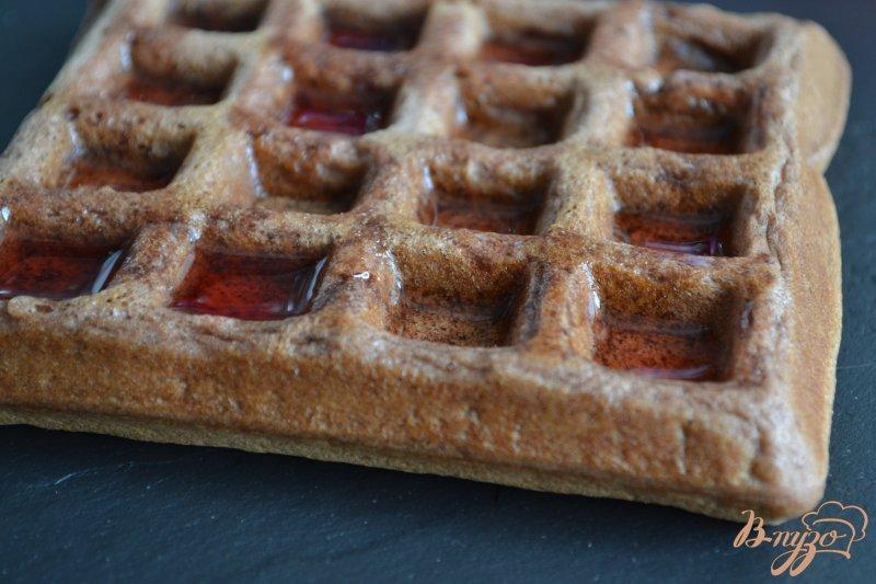 Фото приготовление рецепта: Шоколадные вафли с фруктами шаг №6