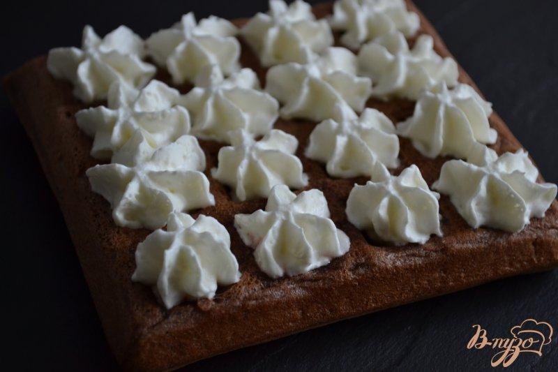 Фото приготовление рецепта: Шоколадные вафли с фруктами шаг №7