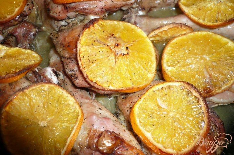 Фото приготовление рецепта: Куриные окорочка запеченные с апельсинами шаг №8