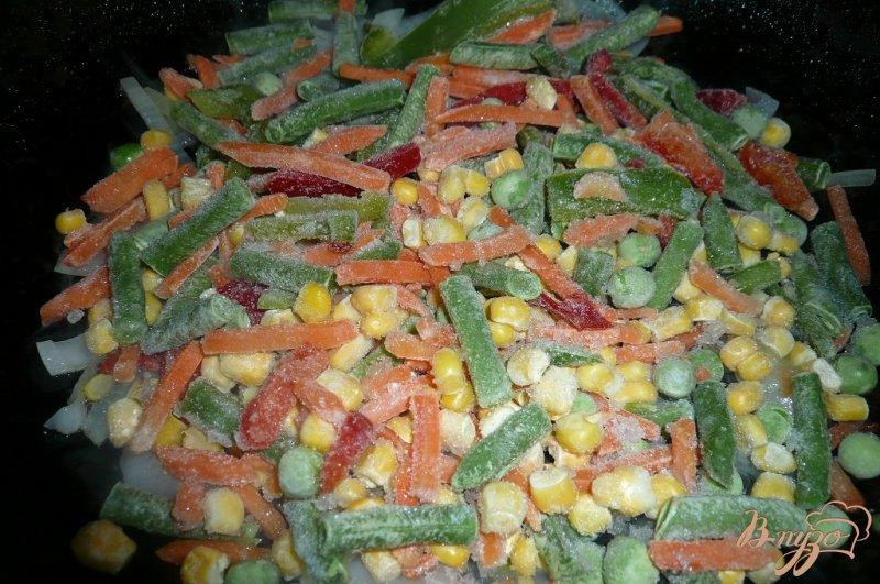 Фото приготовление рецепта: Теплый салат на скорую руку шаг №4