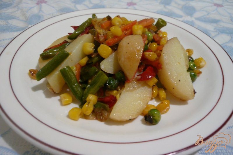 Фото приготовление рецепта: Теплый салат на скорую руку шаг №8
