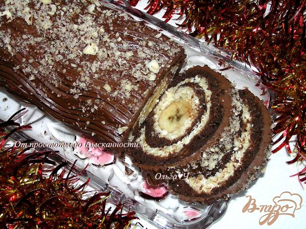 фото рецепта: Шоколадный рулет с творожно-яблочной начинкой