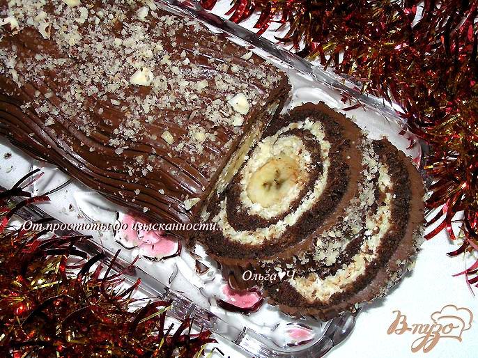 Фото приготовление рецепта: Шоколадный рулет с творожно-яблочной начинкой шаг №12