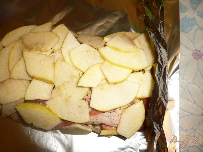 Фото приготовление рецепта: Свинина запеченная с яблоками шаг №4
