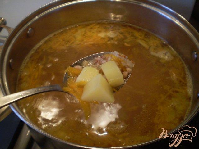 Фото приготовление рецепта: Суп гречневый с тыквой шаг №7