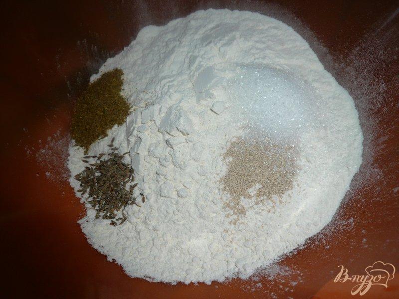 Фото приготовление рецепта: Быстрый хлебушек с чесночком шаг №1