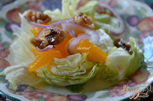 Рецепт Cалат с карамельными орехами и дольками мандарина