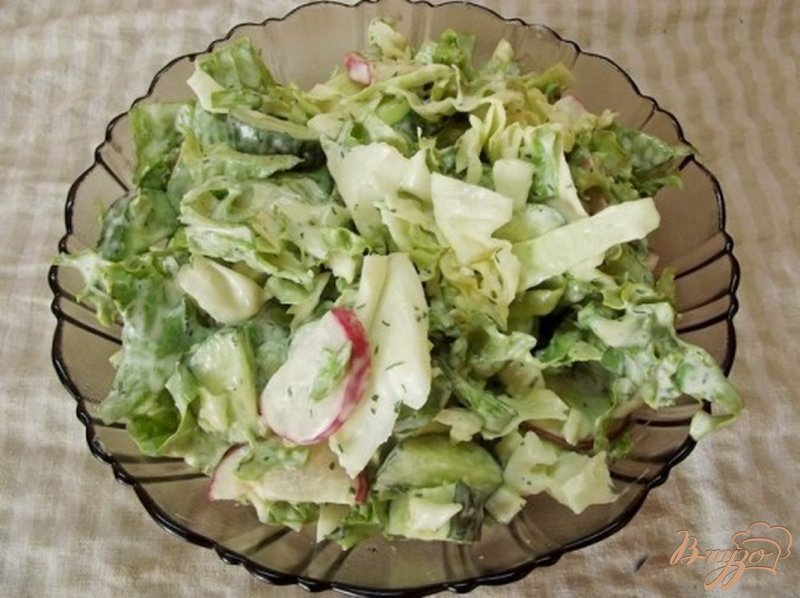 Фото приготовление рецепта: Салат с огуречным соусом шаг №12