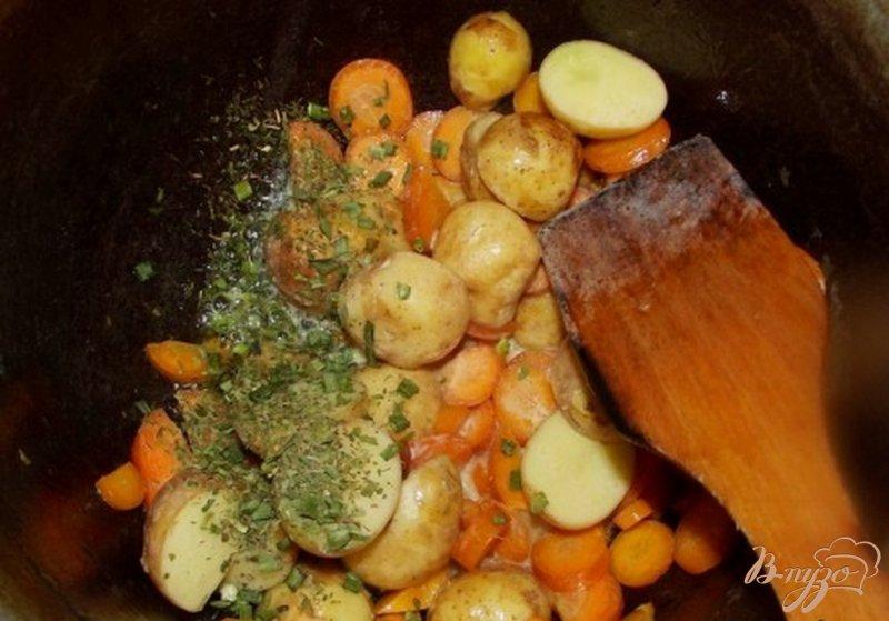 Фото приготовление рецепта: Суп из молодого картофеля шаг №4