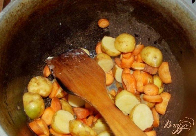 Фото приготовление рецепта: Суп из молодого картофеля шаг №2