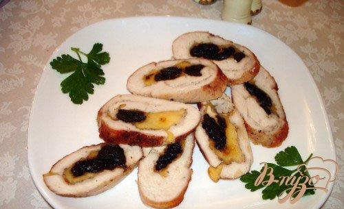 Рецепт Рулет из курицы с черносливом и сыром