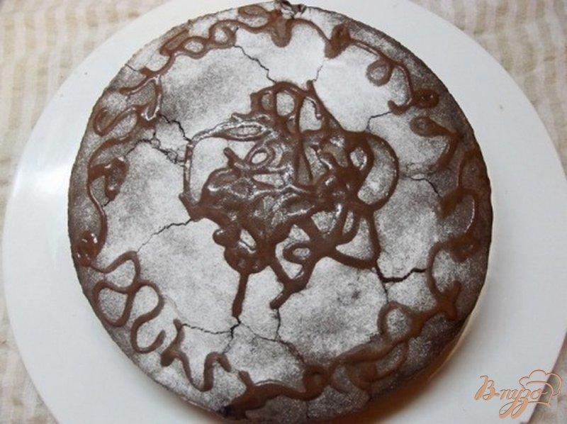 Фото приготовление рецепта: Шифоновый пирог с шоколадным кремом шаг №8
