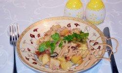 Рецепт Картофель с колбасой, тушеный на молоке