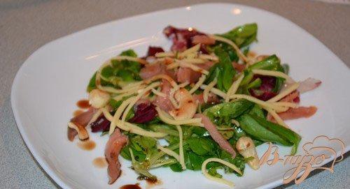 Праздничный салат с копченой рыбой