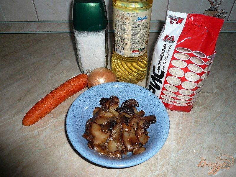 Фото приготовление рецепта: Рис с шампиньонами шаг №2