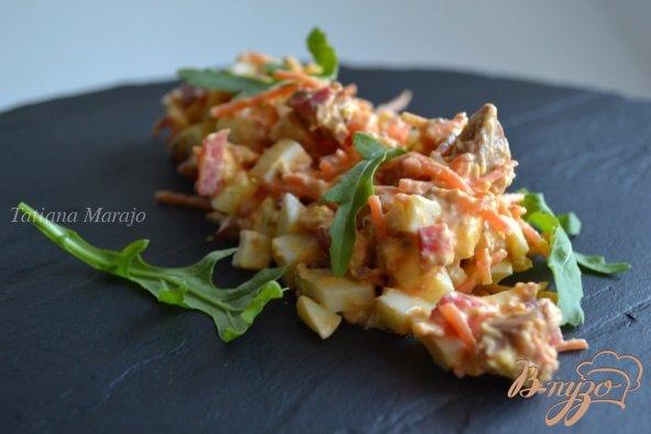 Рецепт Салат с консервированной семгой и овощами