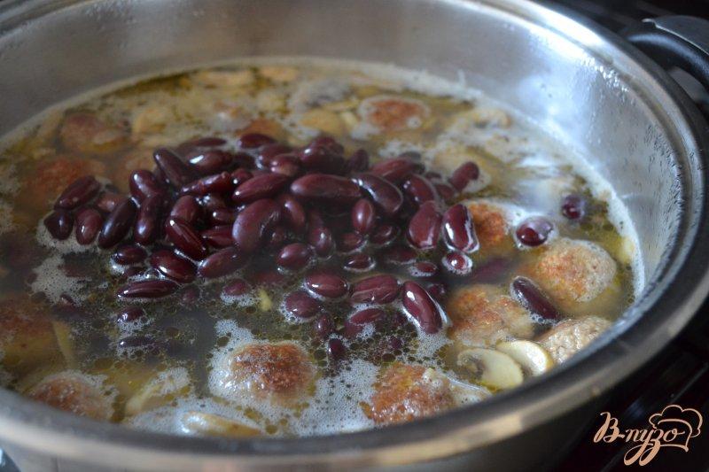 Фото приготовление рецепта: Суп с мясными шариками  и булгуром шаг №4