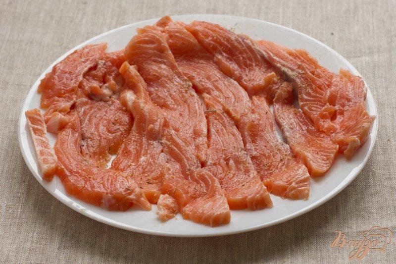 Фото приготовление рецепта: Пирог с лососем шаг №2