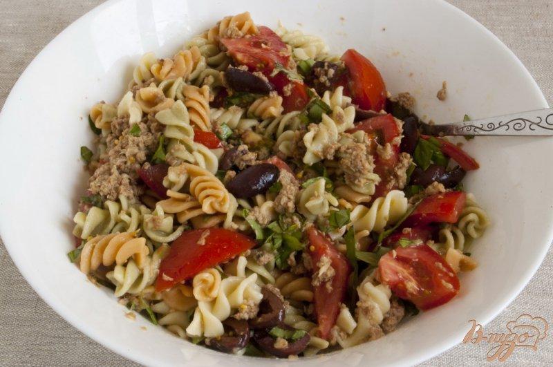Фото приготовление рецепта: Салат с тунцом шаг №8