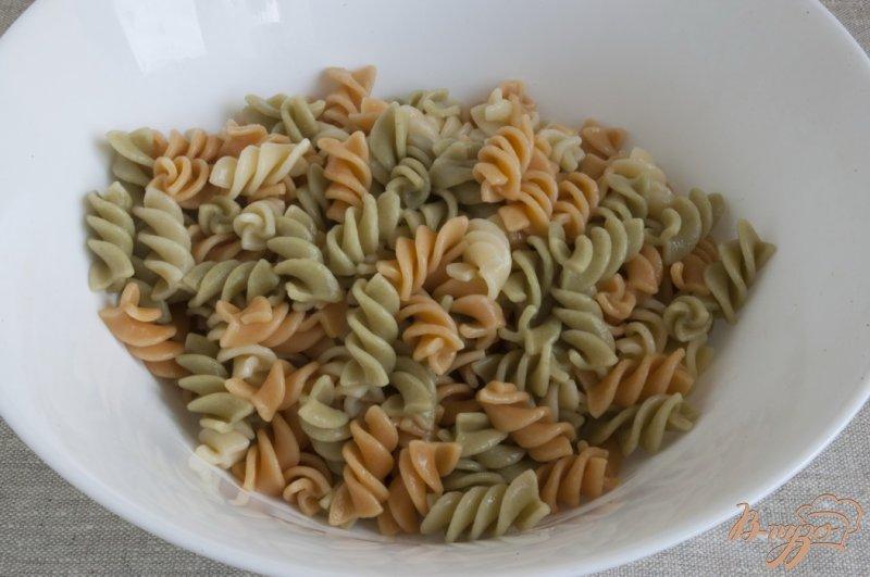 Фото приготовление рецепта: Салат с тунцом шаг №2