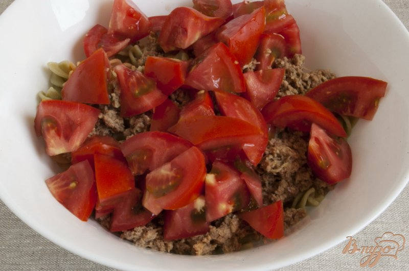Фото приготовление рецепта: Салат с тунцом шаг №4
