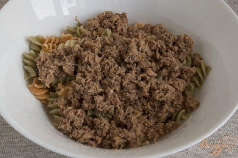 Фото приготовление рецепта: Салат с тунцом шаг №3