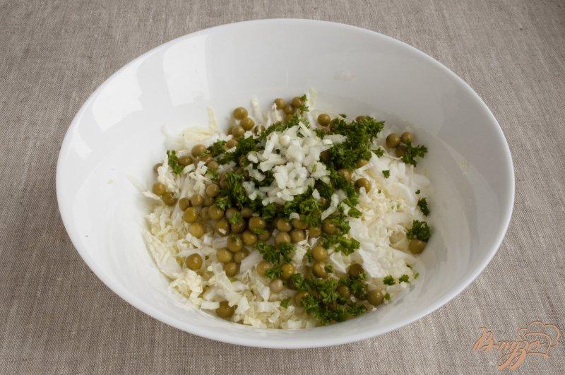 Фото приготовление рецепта: Салат с горошком шаг №4