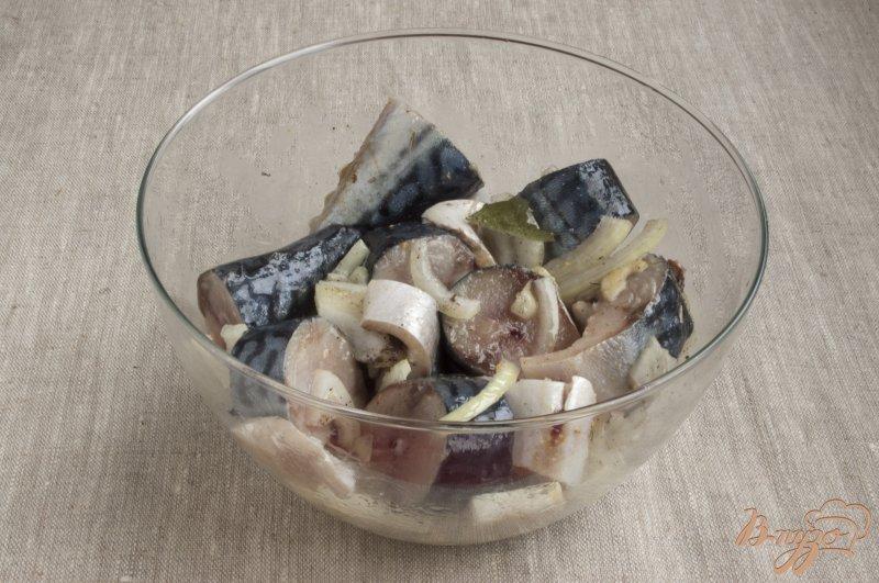 Фото приготовление рецепта: Маринованная скумбрия шаг №5