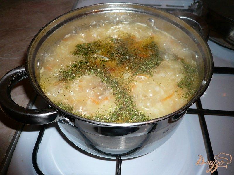Фото приготовление рецепта: Суп с капустой и рисом шаг №8