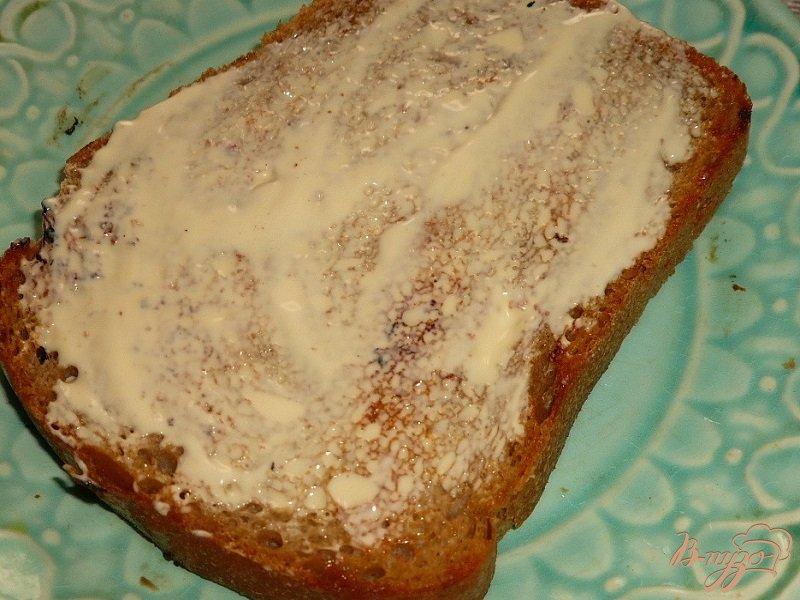 Фото приготовление рецепта: Большой бутерброд со скумбрией шаг №2