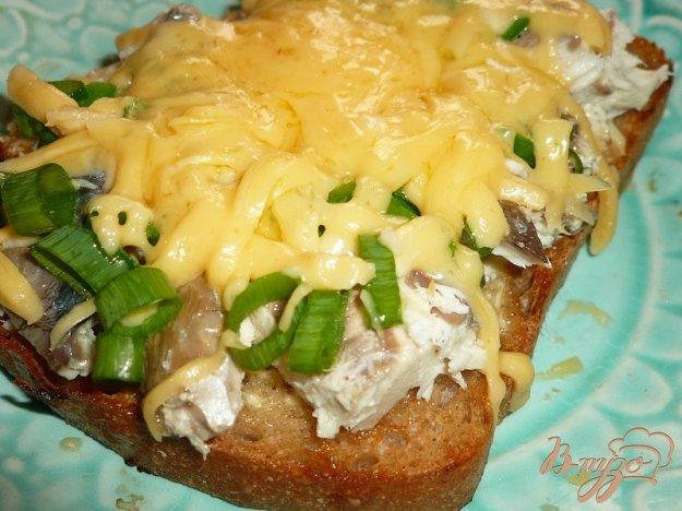 фото рецепта: Большой бутерброд со скумбрией