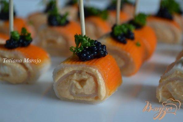 Фото приготовление рецепта: Крабовые палочки с кремом из копченой семги шаг №4