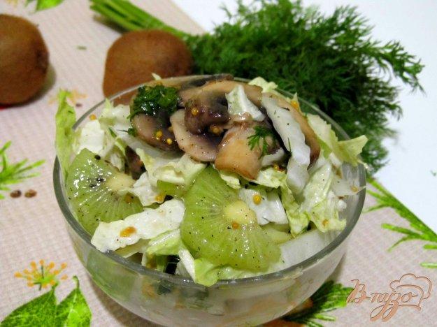 фото рецепта: Салат из пекинской капусты и киви