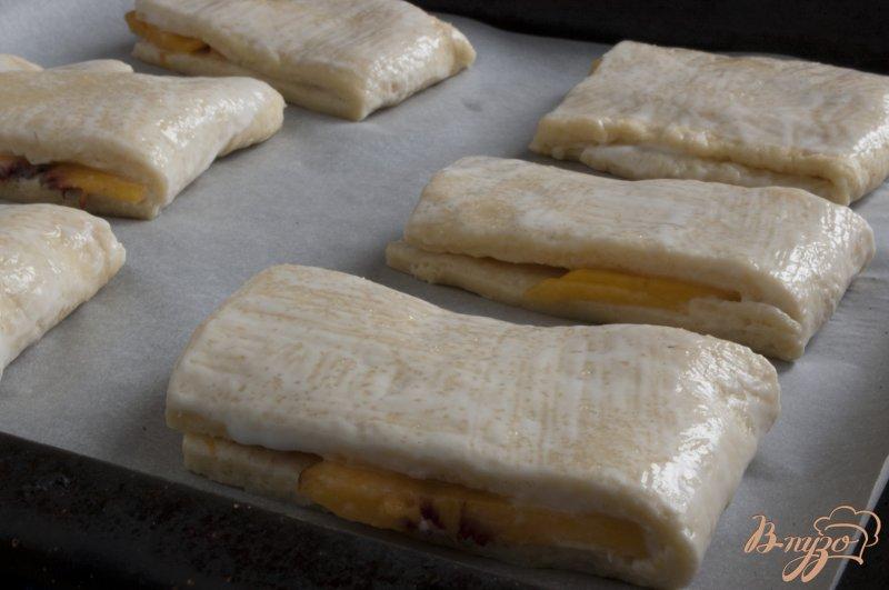 Фото приготовление рецепта: Сконы с персиками шаг №10