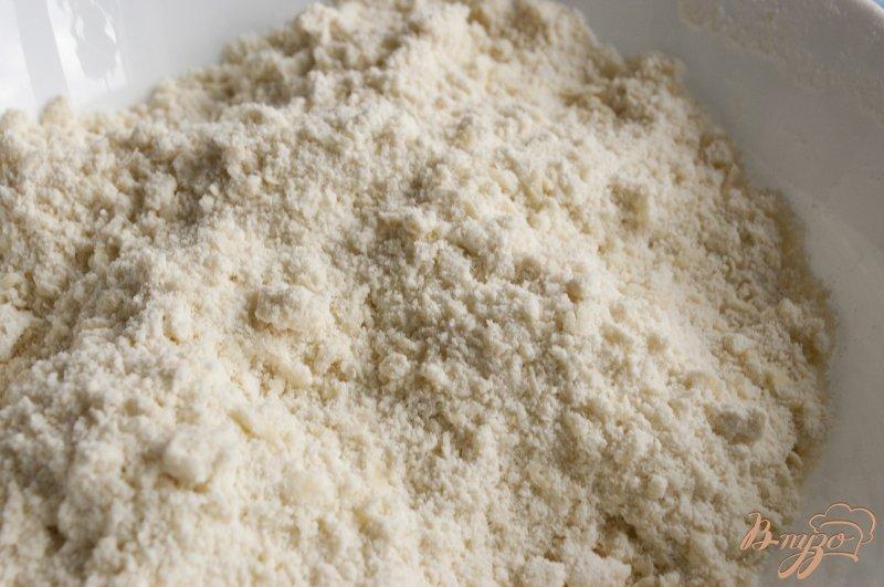 Фото приготовление рецепта: Сконы с персиками шаг №2