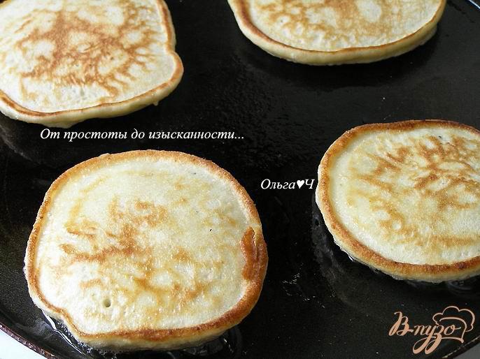 Фото приготовление рецепта: Чернично-фасолевые оладьи шаг №4